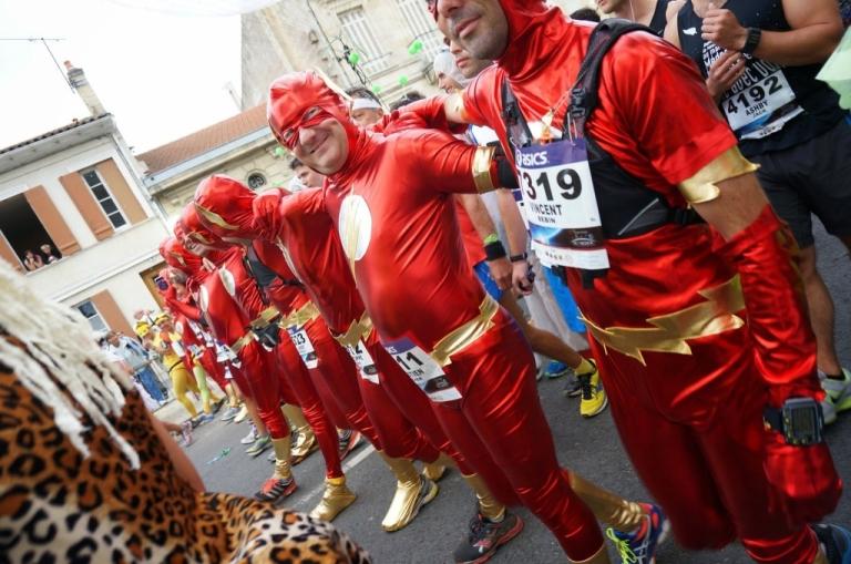 メドックマラソン2013: コスプレ必須